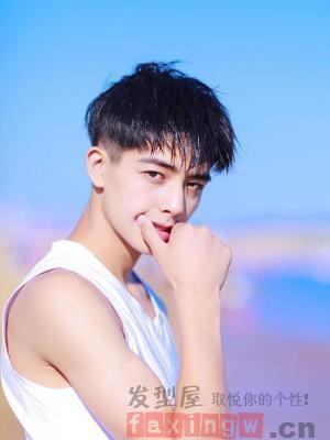 阳光帅气的校园男生发型 感受最纯真的青春时光