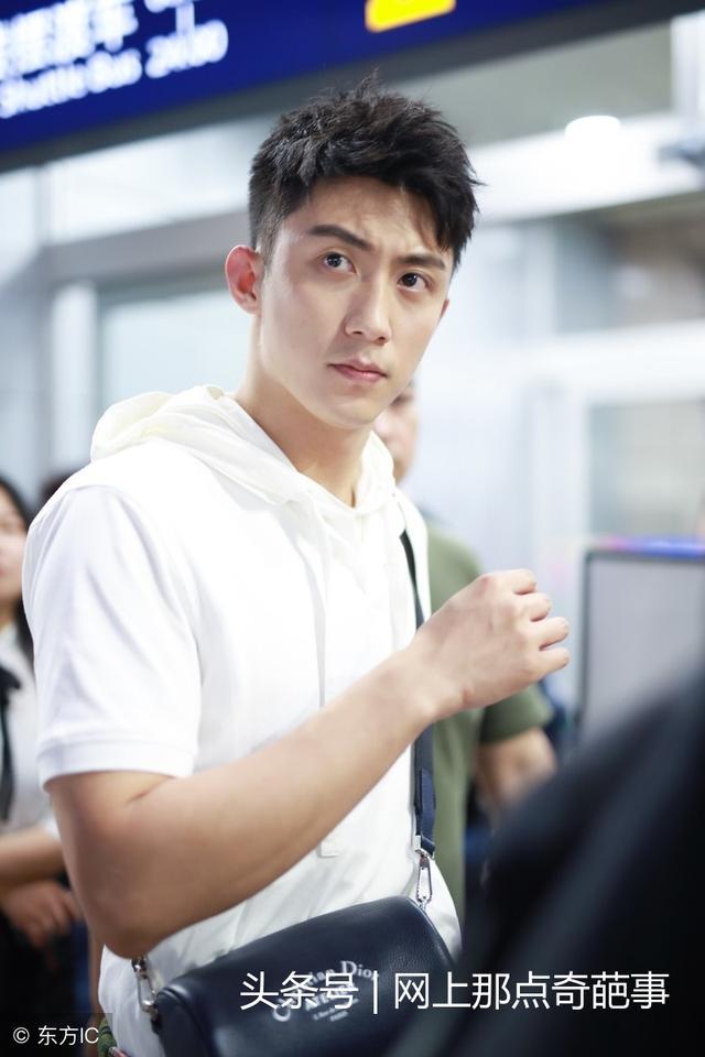 《上瘾》由黄景瑜许魏洲等人主演的青春励志网络剧