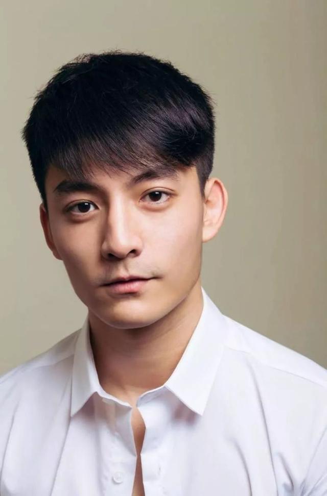 最近很红的92年台湾阳光大男孩,长得像吴彦祖,还有高学历!