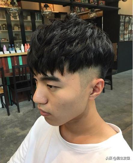 """男生剪这4种""""短发""""才帅气,完美展现颜值,更显潮范!"""