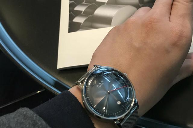分秒交错,不落俗套的简约腕表就是这么酷!