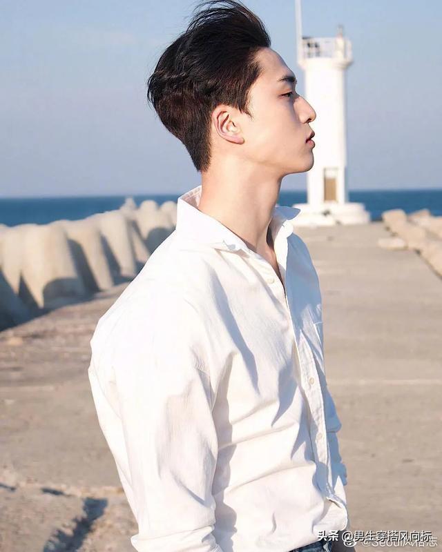 韩国模特兼演员金江珉,身穿白衬衫的干净大男孩