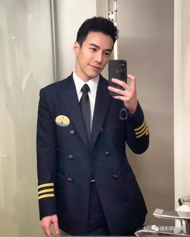 海兰察演飞行员,这身材穿正装太帅了