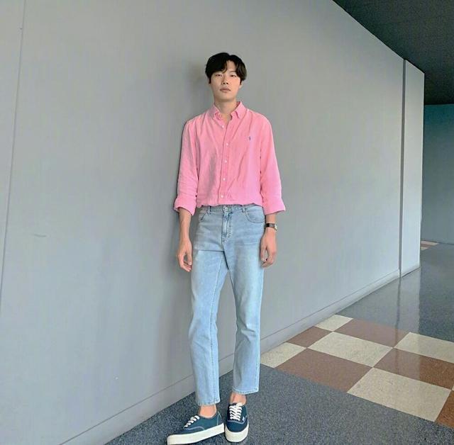"""""""丑帅男神""""柳俊烈的时尚逆袭,简约穿搭合集,教你变成韩系帅哥"""