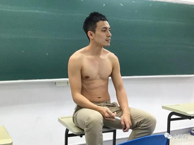 广州95后数学老师走红!这明明是男团出道的颜值啊