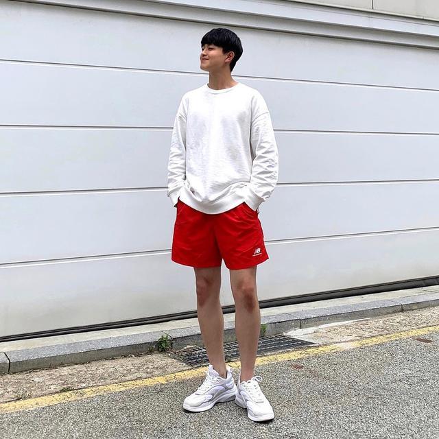 """男生穿""""短裤""""简约时尚,试试这4套搭配,尽显夏日潮男风格"""