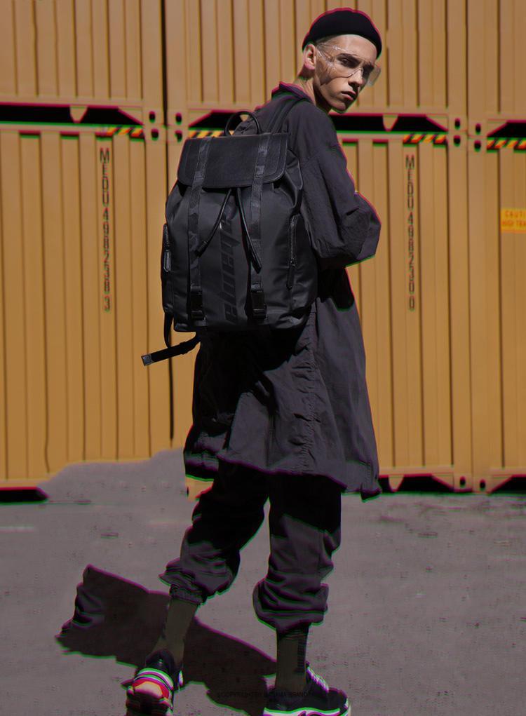 如何挑选一款适合的男士包包?看完你就懂